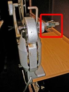 16mm Elektro-Filmumroller der Lytex-Werke (Nahaufnahme mit Super 8-Adapter)