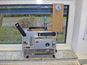 Elmo 700m-fähig (Seitenansicht eines Elmo ST-1200 HD mit installierter Low-Cost-Einheit)