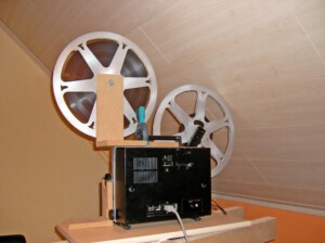 Elmo 700m-fähig (Rückansicht eines Elmo ST-1200 HD mit installierter Low-Cost-Einheit und Film)