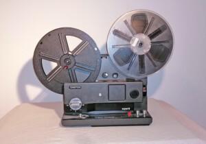 Projektor Cinteon P800 Record (Seitenansicht rechts mit Spulen)