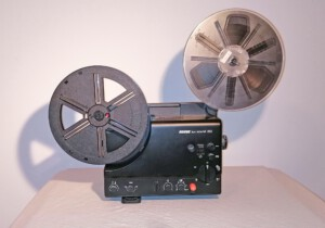 Projektor Revue Lux Sound 310 (Seitenansicht rechts mit Spulen)